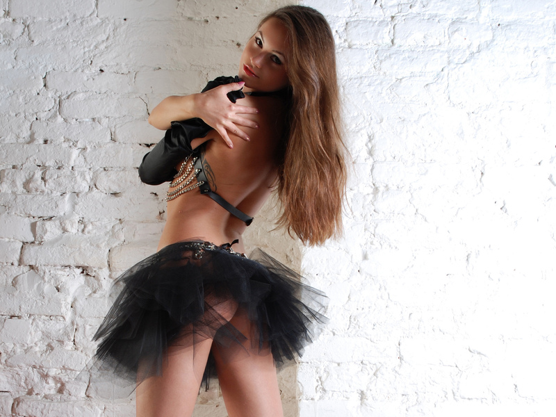 Cheap escort Lana from Detroit